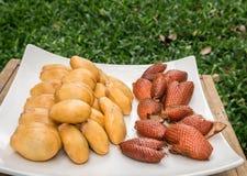 水果沙拉果子壳框 库存照片