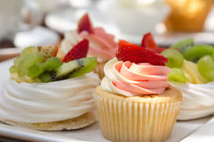 水果的杯形蛋糕 免版税库存图片