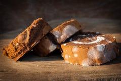果酱与霉菌的卷蛋糕,不再适用于consumpti 库存图片
