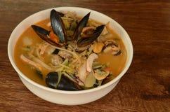 果酱发出当当声,韩国辣海鲜炖煮的食物 库存照片