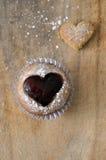 果酱心脏松饼或杯形蛋糕 库存图片