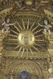 果阿旧城,印度- 2012年1月06日:大教堂内部Bom耶稣(Borea Jezuchi Bajilika)在果阿旧城,是果阿的首都 免版税库存照片