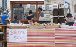 果馅奶酪卷停转, Friuli Doc Udine 图库摄影