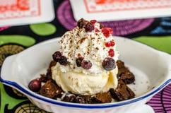 果仁巧克力用冰淇凌 免版税库存照片