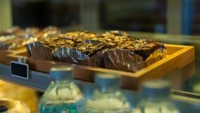 果仁巧克力蛋糕 免版税库存照片