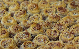 果仁蜜酥饼特写镜头在市场上 免版税库存图片