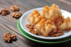 果仁蜜酥饼用蜂蜜和坚果 库存图片
