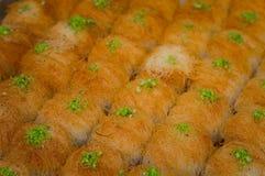 果仁蜜酥饼 在市场上的东部甜点 顶视图 特写镜头 图库摄影