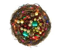枝杈圣诞节花圈充满装饰品 免版税库存照片