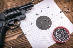枪、子弹和目标 图库摄影