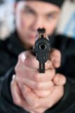 枪人年轻人 免版税库存图片