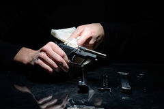 枪清洁 免版税图库摄影