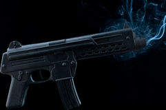 枪设备抽烟 图库摄影
