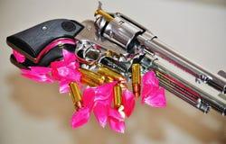 枪&玫瑰 库存图片