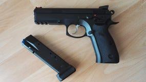 枪CZ75阴影 库存照片