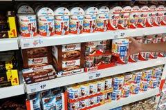 架子巧克力产品 免版税图库摄影