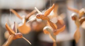 架线的鸟木偶 免版税库存照片