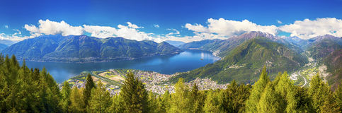 洛枷诺市和Lago从Cardada山,提契诺州,瑞士的Maggiore 免版税图库摄影