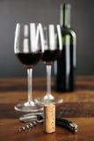黄柏、拔塞螺旋和红葡萄酒 免版税图库摄影