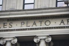 柏拉图哥伦比亚大学图书馆题字细节 免版税库存图片