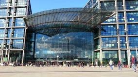 柏林中央车站正面图,主要火车站在德国的首都 股票录像