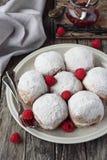 柏林人(油炸圈饼)有莓和果酱装填的 库存图片