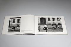 柏林围墙1961-1989书,家庭从东柏林逃脱 图库摄影