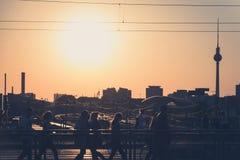 柏林地平线和电视塔在日落 库存照片