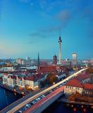 柏林地平线在日落以后的德国 免版税库存图片