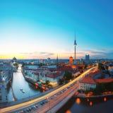 柏林地平线在晚上 免版税库存图片