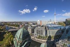 柏林地平线鸟瞰图与著名电视塔的在亚历山大 免版税库存照片
