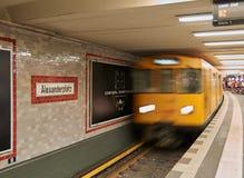 柏林地铁到来 免版税库存图片