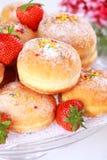 柏林多福饼被装载的堵塞草莓 免版税库存照片
