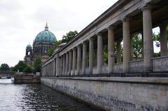 柏林大教堂和河 免版税库存照片