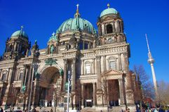 柏林大教堂和电信塔在柏林 免版税库存照片