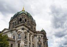 柏林大教堂底视图  库存照片