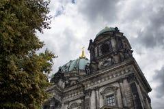 柏林大教堂底视图  库存图片