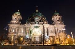 柏林大教堂晚上 柏林德国 免版税库存图片