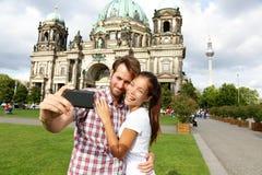 柏林德国旅行夫妇selfie自画象 库存照片