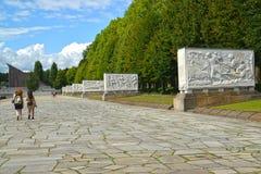 柏林德国 苏联军用纪念品的石棺大道的看法在Treptov公园 免版税库存照片