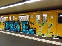 柏林有街道画的地铁 免版税库存图片