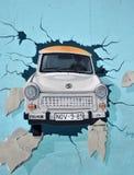 柏林汽车trabi墙壁 免版税库存图片
