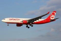 柏林航空空中客车A330飞机汉堡机场 免版税库存照片