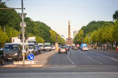 柏林街道有胜利专栏的在德国 图库摄影