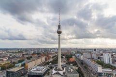 柏林都市风景在与云彩的白天 库存图片