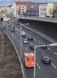 柏林都市风景有柏林消防队的高速公路和救护车的 免版税库存照片