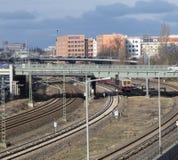 柏林都市风景有高速公路和铁路线的 库存照片