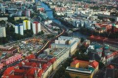 柏林鸟瞰图有地平线和风景的在城市之外,德国,看见从电视塔观察台  库存照片