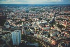 柏林鸟瞰图有地平线和风景的在城市之外,德国,看见从电视塔观察台  免版税库存图片