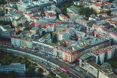 柏林鸟瞰图有地平线和风景的在城市之外,德国,看见从电视塔观察台  免版税库存照片
